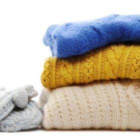 Đối với chất liệu len nên giặt bằng tay để tránh làm chảy giãn, mất dáng