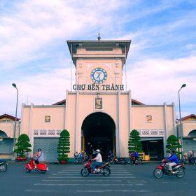 Chợ bến thành – địa điểm chuyên sỉ quần áo, du lịch cho người nước ngoài